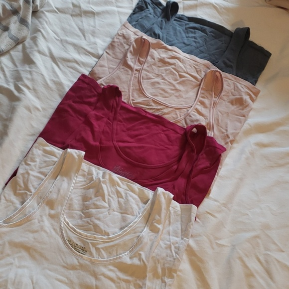 The Limited Tops - Bundle of tanks sz m from the limited